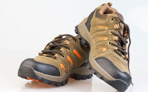 什么鞋子适合老人穿 如何选购老人鞋 老年人穿什么鞋子好