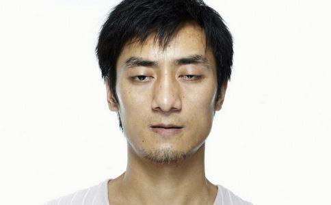 男人黑眼圈是怎么形成的 哪些妙招去除黑眼圈 去除黑眼圈的方法