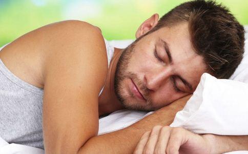 情侣间哪种睡姿比较好 怎么从睡姿看出情侣间的感情 睡姿可以看出情侣间的关系吗