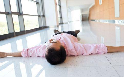热射病或诱发脑损伤及眩晕症 如何预防热射病 热射病的预防方法