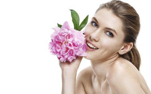 夏日油皮怎么减少脸上出油 油性皮肤怎么减少出油 油性皮肤怎么护肤