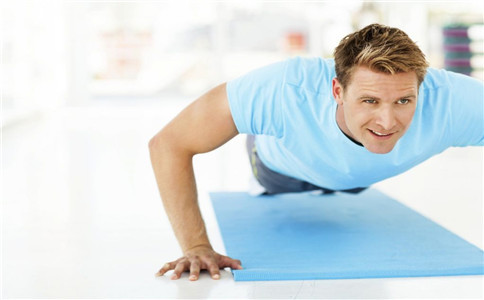 怎么练俯卧撑 俯卧撑的训练方法 俯卧撑的注意事项
