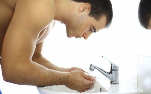 男性皮肤要怎么护理 男人怎么护肤 油性皮肤怎么护理