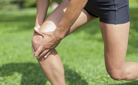 经常深蹲有什么好处 深蹲时膝盖要怎么样 深蹲能提高性能力吗