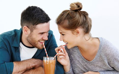 青少年交往有什么特点 两性之间应该怎么交往 异性之间应该怎么相处