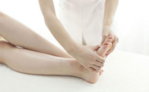足底按摩有什么好处 脚底按摩的好处 哪些人不能足底按摩