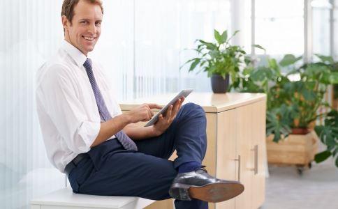 抖腿是病吗 抖腿的原因是什么 抖腿是怎么回事
