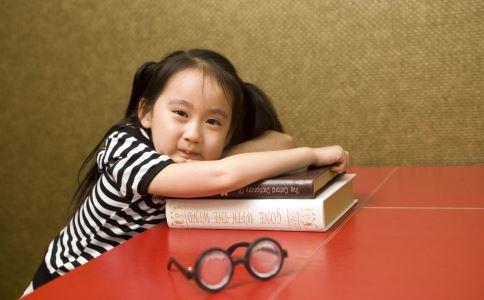 儿童弱视的症状 弱视有哪些表现 弱视的治疗方法