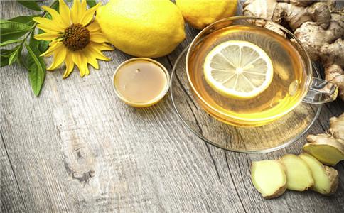 喝柠檬水好吗 喝柠檬水有什么好处 喝柠檬水要注意什么