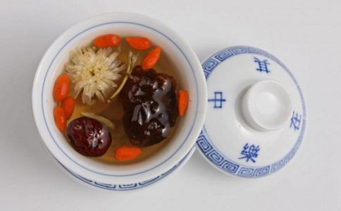 红枣怎么吃补血效果好 红枣的功效与作用 吃红枣要注意什么