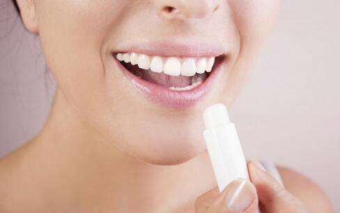 唇炎是什么原因 如何治疗唇炎 唇炎的治疗方法
