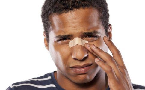 鼻骨骨折怎么办 鼻骨骨折吃什么好 如何治愈鼻骨骨折
