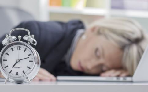 趴着睡好吗 午睡要注意什么 如何午睡好