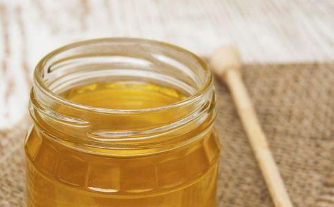 如何挑选蜂蜜 挑选蜂蜜的方法有哪些 蜂蜜有什么功效