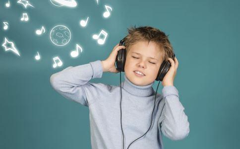 长期戴耳机会导致耳鸣吗 严重性耳鸣有什么危害 耳鸣的危害有哪些