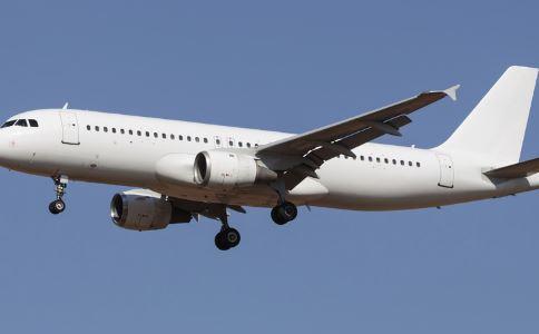 飞机上玩手机被拘 为什么坐飞机不能玩手机 坐飞机不能带什么