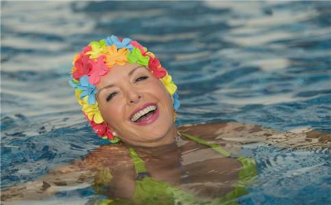 秋季游泳好吗 秋季游泳有什么好处 秋天做什么运动最好