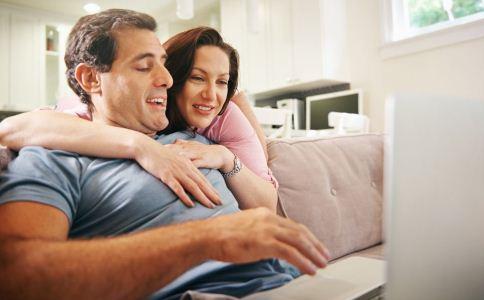 年龄差距大的夫妻该如何相处 男人怎么维持家庭关系 夫妻间年龄差距大会怎么样