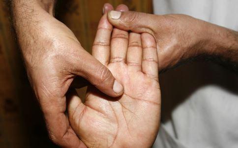 老年斑如何治疗 老年斑有什么治疗方法 老年斑有什么症状