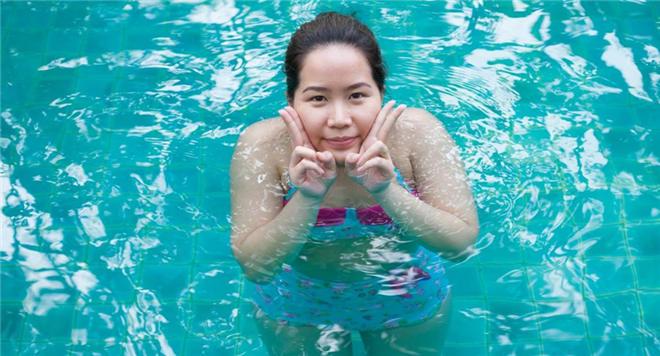 如何在水中踩水 踩水累吗 快速学会踩水的方法