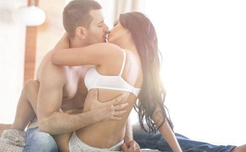 男人最喜欢怎么接吻 男人喜欢女人吻哪里 从接吻可以看出男人的性格吗