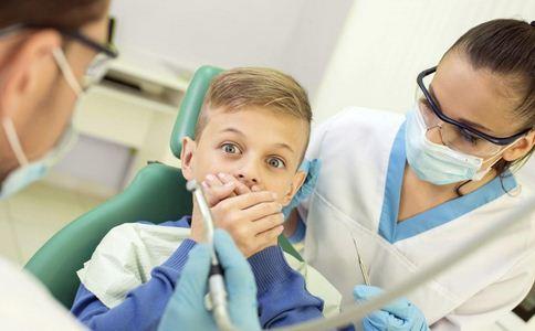 病人还在手术台上拔牙 哪些情况需要拔牙 拔牙注意什么好