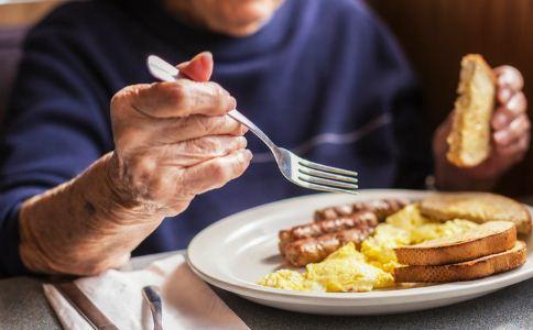 老人什么时候吃早餐最好 老年人吃什么早餐好 老年人吃早餐的原则