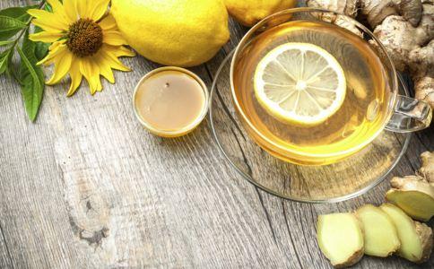 蜂蜜的喝法 蜂蜜怎么喝解燥 喝蜂蜜水注意事项