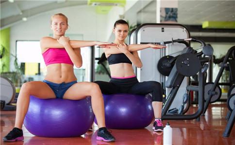坐瑜伽球能减肥吗 瑜伽球减肥动作 练瑜伽球有哪些好处