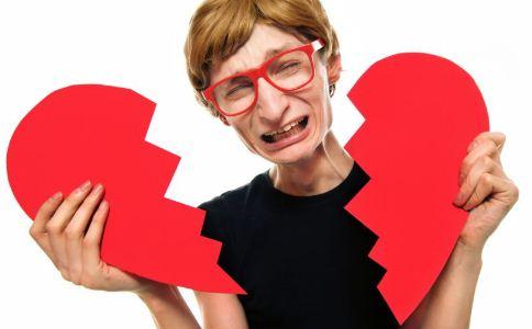 夫妻离婚的原因有哪些 什么事情会导致夫妻离婚 导致夫妻离婚的原因有哪些