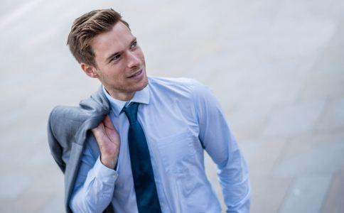 魅力男人有什么特征 什么样的男人有魅力 男人怎么穿衣服提高自己的魅力