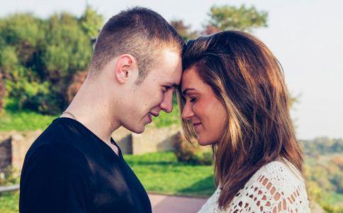 恋爱中的女人有什么表现 女人恋爱后哪里不一样 女人恋爱后心理是什么样的