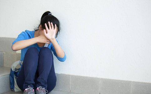主持人嫁美遭虐待 冷暴力的原因 冷暴力是什么原因