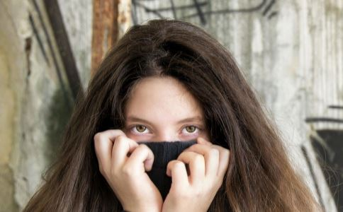 导致眼袋的原因 针灸怎么治疗眼袋 治疗眼袋的方法