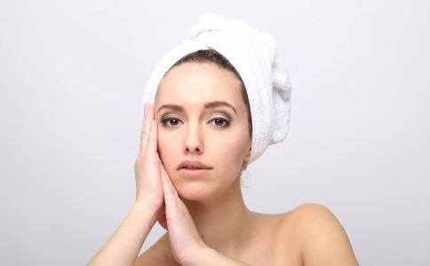 头发出油的原因是什么 头发出油的病理原因是什么 多囊卵巢综合征怎么食疗
