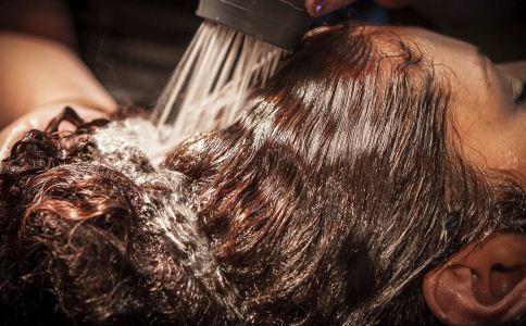 怎么测试自己的头发健康程度 几天洗一次头比较好 错误的洗头发方式有哪些