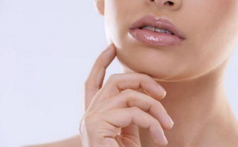 嘴唇干裂是什么原因 为什么会嘴唇干裂 嘴唇干裂怎么办