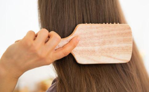 梳头的正确方法 梳头的功效 梳头有什么好处
