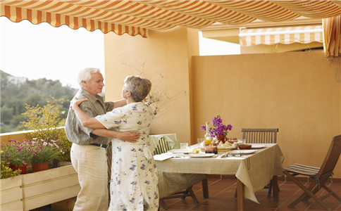 老人健身跳舞 老人跳舞的注意事项 跳舞有哪些好处
