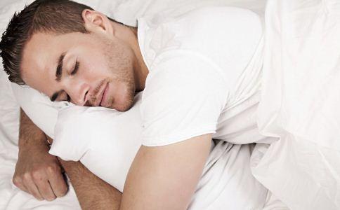 怎么挑选男士睡衣 怎么提高睡眠质量 做什么可以提高睡眠质量