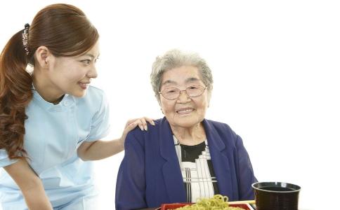 秋季老人该如何饮食 老人秋季饮食注意事项 秋季吃什么食物好