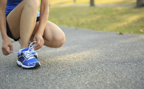每天微信刷步数真的可以减肥吗 每天走一万步可以减肥吗 快走减肥的方法