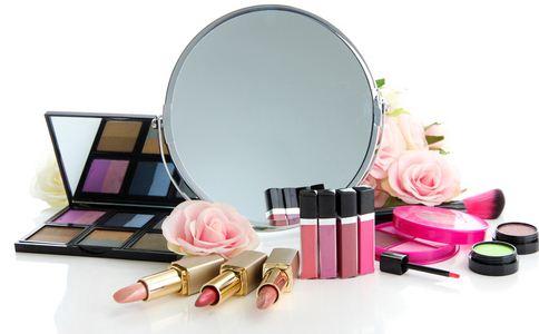 女性每天平均涂抹168种成分 过量使用化妆品的危害 过量使用化妆品有何危害