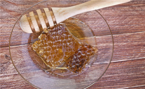 秋季喝蜂蜜的好处 蜂蜜有什么功效 什么人不适合喝蜂蜜