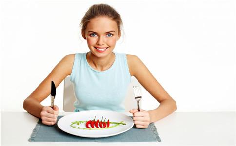 练瑜伽前可以吃饭么 练瑜伽吃什么 练瑜伽应注意些什么
