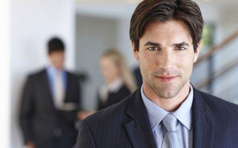 商务男士着装怎么搭配 商务男人如何穿衣显成熟气质 西装怎么穿搭比较好