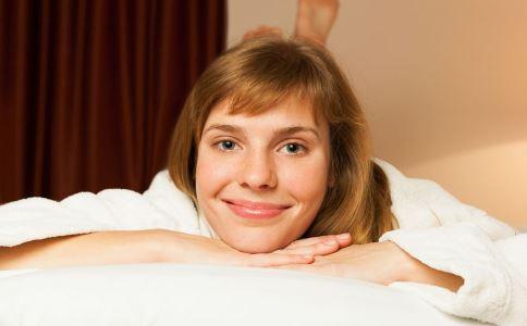 伤乳房的行为有哪些 哪种行为伤乳房 趴着睡伤乳房吗