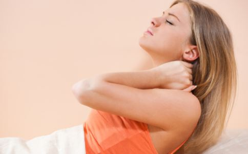 落枕怎么办 治疗落枕的土方法 怎么治疗落枕最快