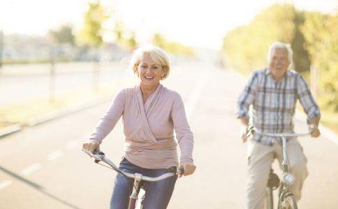 老人运动要注意什么 老人运动健身的注意事项 老年人不宜做的运动有哪些