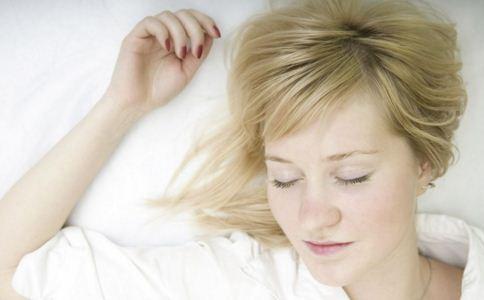 女人的睡姿会影响怀孕吗 睡姿不对会不会导致不孕 女人正确的睡姿